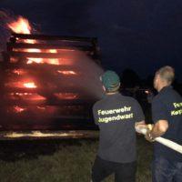 Feuerwehr Kempfenhausen muss selbst gelegtes Feuer löschen