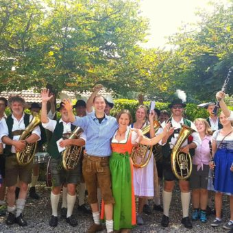 Nur bei schönem Wetter: Grillfest mit Musik in Farchach
