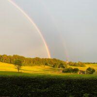 Nur mal so zwischendrin: ein Regenbogen