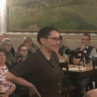 Live aus der Bürgerversammlung: Die 8. Frage - Sissi Kalinke aus Biberkor
