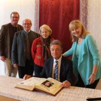 Dr. Lorenz Friedrich: Eintrag ins Goldene Buch der Gemeinde Berg