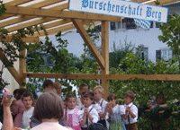 Kindervolkstanz auf dem Dorffest