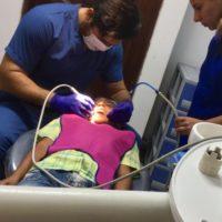 Eine Zusatzleistung für Peru: ein Zahnarztbesuch für die Jungs